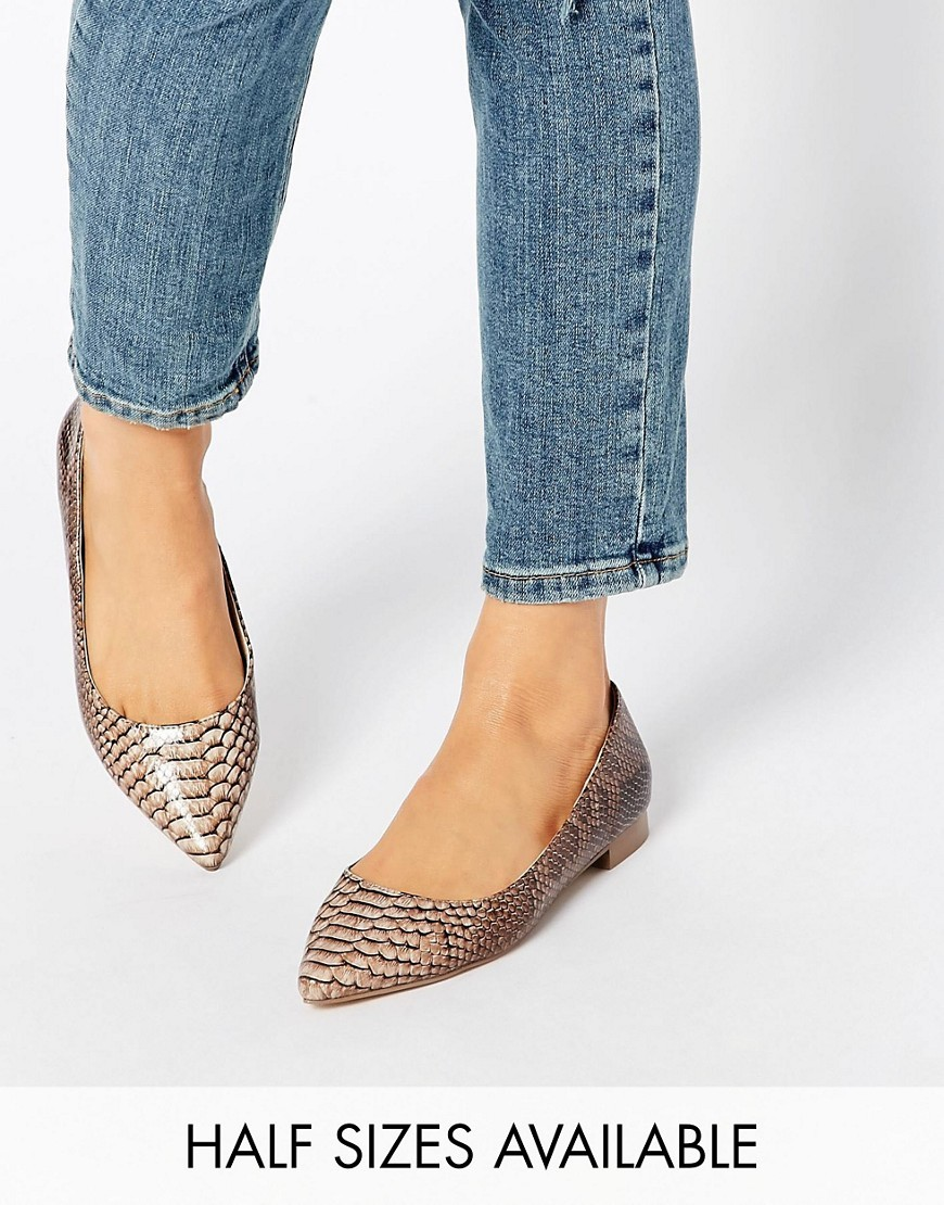 Lost Pointed Ballet Flats Snake - predominant colour: gold; occasions: casual, work, creative work; material: faux leather; heel height: flat; toe: pointed toe; style: ballerinas / pumps; finish: metallic; pattern: plain; season: s/s 2016; wardrobe: basic