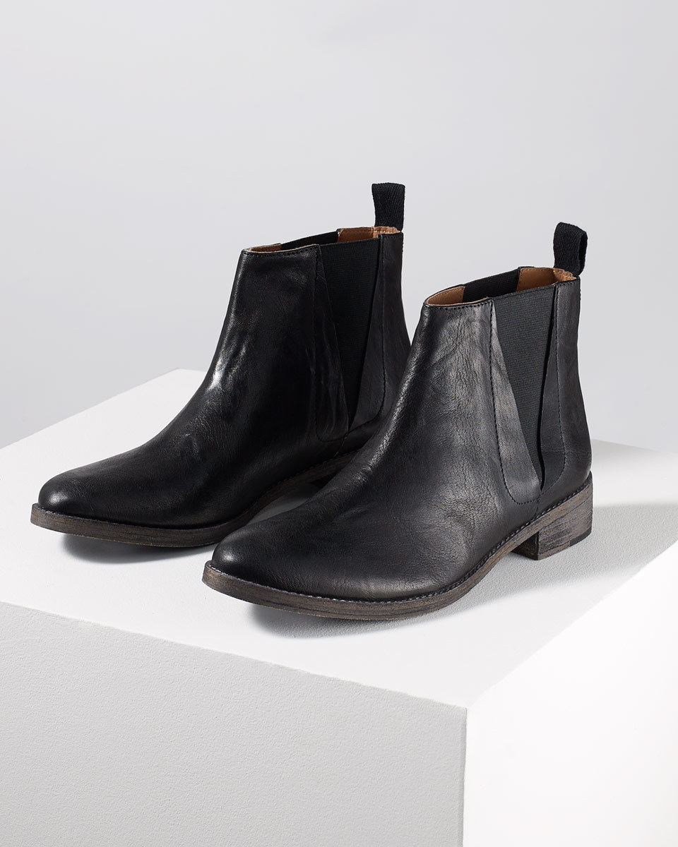 Hetti Casual Chelsea Boot - predominant colour: black; occasions: casual; material: leather; heel height: flat; heel: standard; toe: round toe; boot length: ankle boot; finish: plain; pattern: plain; style: chelsea; season: s/s 2016; wardrobe: basic