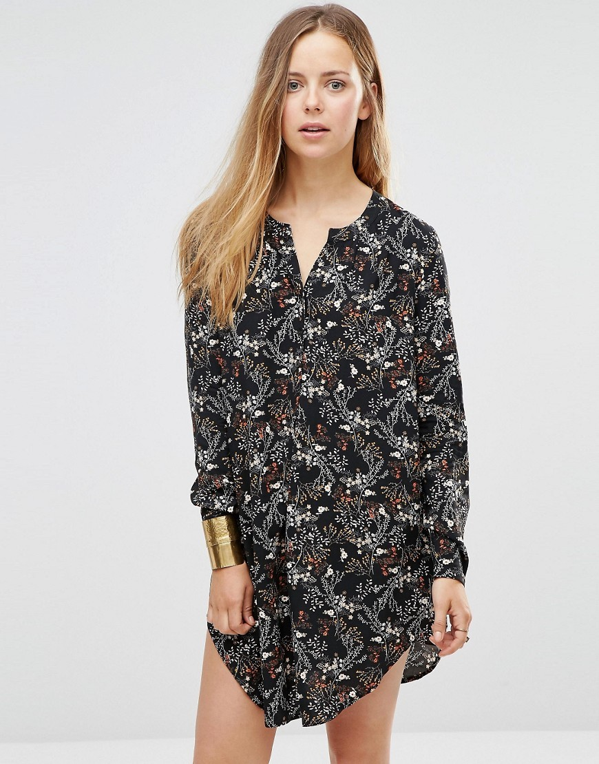 Printed Longline Shirt With Side Splits Black - neckline: shirt collar/peter pan/zip with opening; style: shirt; secondary colour: light grey; predominant colour: black; occasions: casual, creative work; fibres: viscose/rayon - 100%; fit: loose; length: mid thigh; sleeve length: long sleeve; sleeve style: standard; pattern type: fabric; pattern: florals; texture group: jersey - stretchy/drapey; pattern size: big & busy (top); season: s/s 2016; wardrobe: highlight