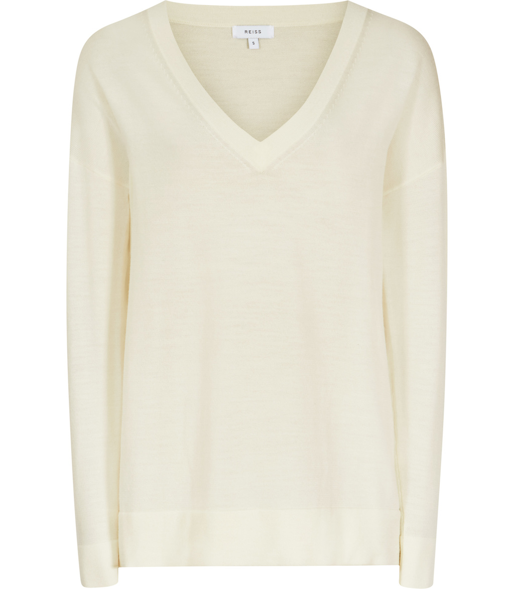 Leila Womens V Neck Jumper In White - neckline: v-neck; pattern: plain; style: standard; predominant colour: ivory/cream; occasions: casual, creative work; length: standard; fibres: wool - mix; fit: standard fit; sleeve length: long sleeve; sleeve style: standard; texture group: knits/crochet; pattern type: knitted - fine stitch; season: s/s 2016