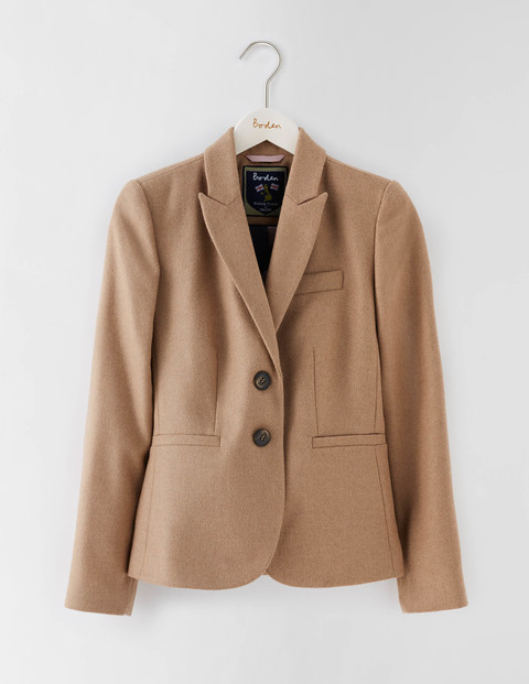Elizabeth British Tweed Blazer Camel Women, Camel - pattern: plain; style: single breasted blazer; collar: standard lapel/rever collar; predominant colour: camel; length: standard; fit: tailored/fitted; fibres: wool - mix; sleeve length: long sleeve; sleeve style: standard; collar break: medium; pattern type: fabric; texture group: woven light midweight; occasions: creative work; wardrobe: investment; season: a/w 2016