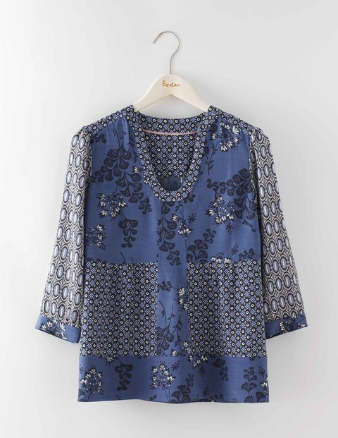 Mollie Top China Blue Woodblock Floral Women, China Blue Woodblock Floral - neckline: v-neck; predominant colour: navy; secondary colour: mid grey; occasions: casual; length: standard; style: top; fibres: viscose/rayon - 100%; fit: body skimming; sleeve length: 3/4 length; sleeve style: standard; pattern type: fabric; pattern: florals; texture group: woven light midweight; multicoloured: multicoloured; season: a/w 2016; wardrobe: highlight