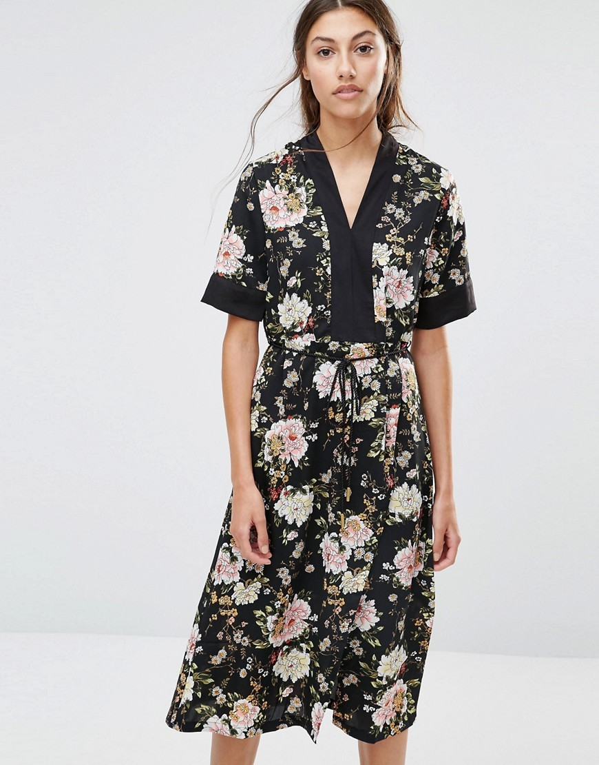 Floral Midi Dress Black - style: tea dress; length: calf length; neckline: v-neck; secondary colour: ivory/cream; predominant colour: black; occasions: evening; fit: body skimming; fibres: polyester/polyamide - 100%; sleeve length: half sleeve; sleeve style: standard; texture group: crepes; pattern type: fabric; pattern: florals; multicoloured: multicoloured; season: a/w 2016; wardrobe: event