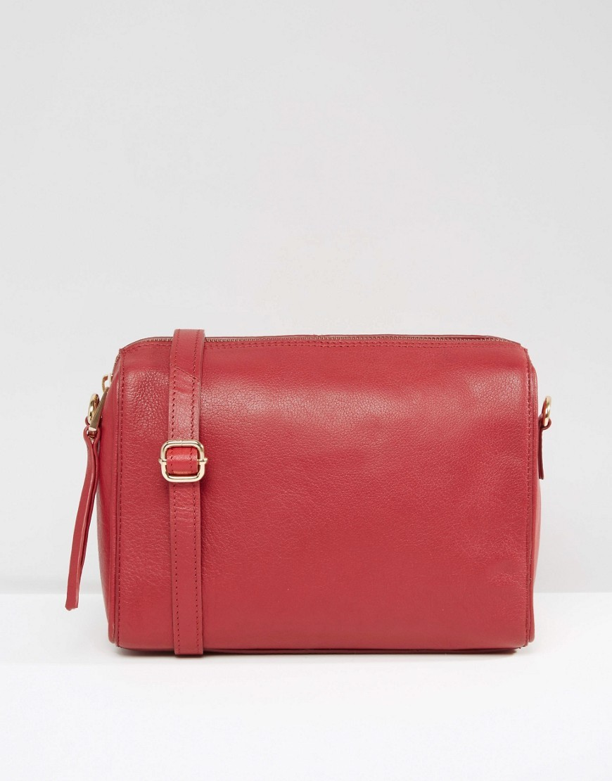 Smart Cross Body Bag Re1 Red - predominant colour: true red; occasions: casual; type of pattern: standard; style: shoulder; length: across body/long; size: small; material: leather; pattern: plain; finish: plain; season: a/w 2016