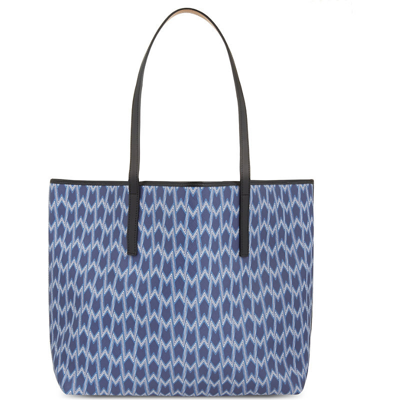 Seller Printed Tote, Women's, Bleu - predominant colour: denim; occasions: casual, creative work; type of pattern: heavy; style: tote; length: hand carry; size: oversized; material: leather; finish: plain; pattern: patterned/print; season: a/w 2016; wardrobe: highlight