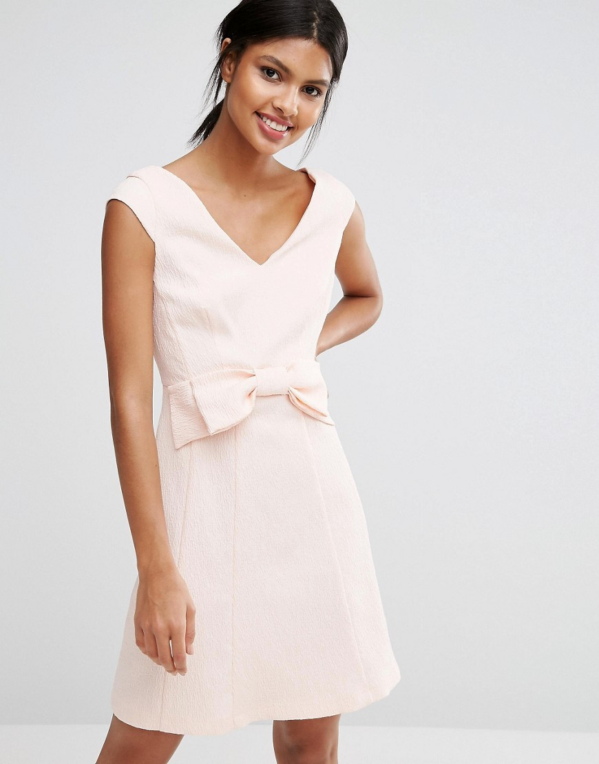 Mayra Jaquard Mini Dress With Bow Blush - style: shift; neckline: v-neck; pattern: plain; sleeve style: sleeveless; predominant colour: blush; occasions: evening; length: just above the knee; fit: body skimming; fibres: cotton - stretch; sleeve length: sleeveless; pattern type: fabric; texture group: brocade/jacquard; embellishment: bow; season: a/w 2016; wardrobe: event; embellishment location: waist