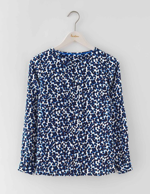 Flora Top Ivory/Navy Animal Women, Ivory/Navy Animal - secondary colour: white; predominant colour: navy; occasions: casual; length: standard; style: top; fibres: viscose/rayon - 100%; fit: body skimming; neckline: crew; sleeve length: long sleeve; sleeve style: standard; pattern type: fabric; pattern: animal print; texture group: jersey - stretchy/drapey; multicoloured: multicoloured; season: a/w 2016; wardrobe: highlight