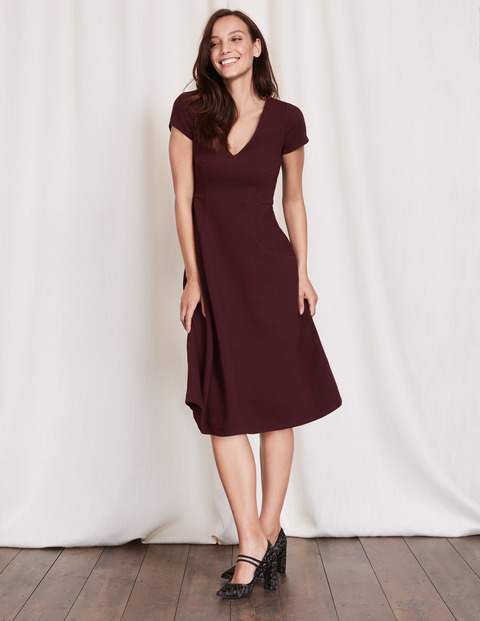 Melanie Jersey Dress Dark Burgundy Women, Dark Burgundy - length: below the knee; neckline: v-neck; pattern: plain; predominant colour: burgundy; occasions: evening; fit: fitted at waist & bust; style: fit & flare; fibres: polyester/polyamide - stretch; sleeve length: short sleeve; sleeve style: standard; pattern type: fabric; texture group: jersey - stretchy/drapey; season: a/w 2016; wardrobe: event