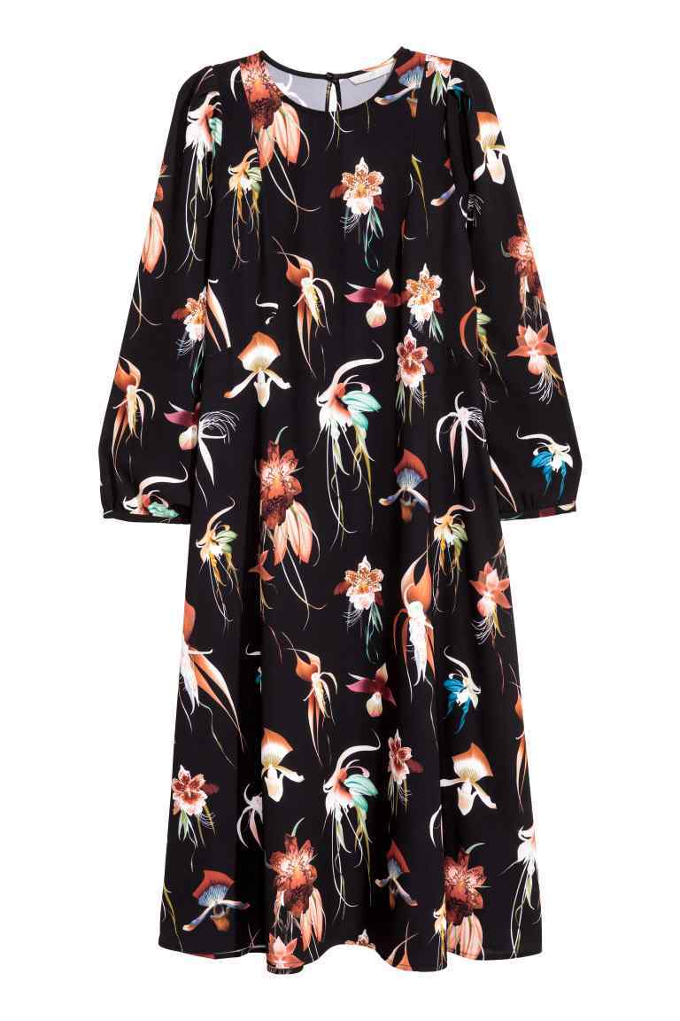 Knee Length Dress - style: smock; length: below the knee; fit: loose; secondary colour: ivory/cream; predominant colour: black; occasions: casual; fibres: polyester/polyamide - stretch; neckline: crew; sleeve length: 3/4 length; sleeve style: standard; pattern type: fabric; pattern size: big & busy; pattern: florals; texture group: jersey - stretchy/drapey; multicoloured: multicoloured; season: a/w 2016; wardrobe: highlight
