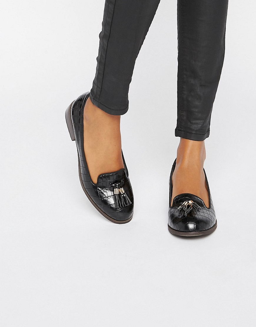 Flat Tassle Loafers Black - predominant colour: black; occasions: casual, work, creative work; material: leather; heel height: flat; embellishment: tassels; toe: round toe; style: loafers; finish: patent; pattern: plain; season: a/w 2016