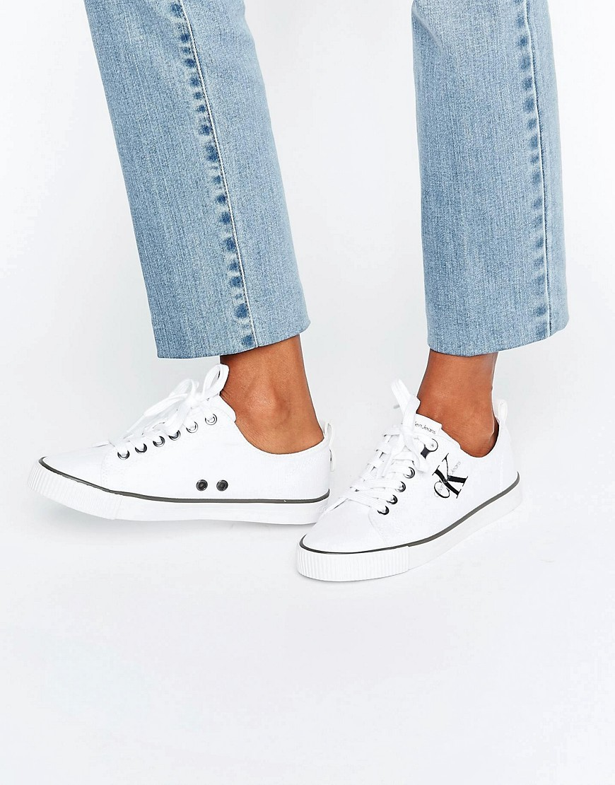 Jeans Dora White Canvas Plimsolls White - predominant colour: white; occasions: casual; material: fabric; heel height: flat; toe: round toe; style: trainers; finish: plain; pattern: plain; wardrobe: basic; season: a/w 2016