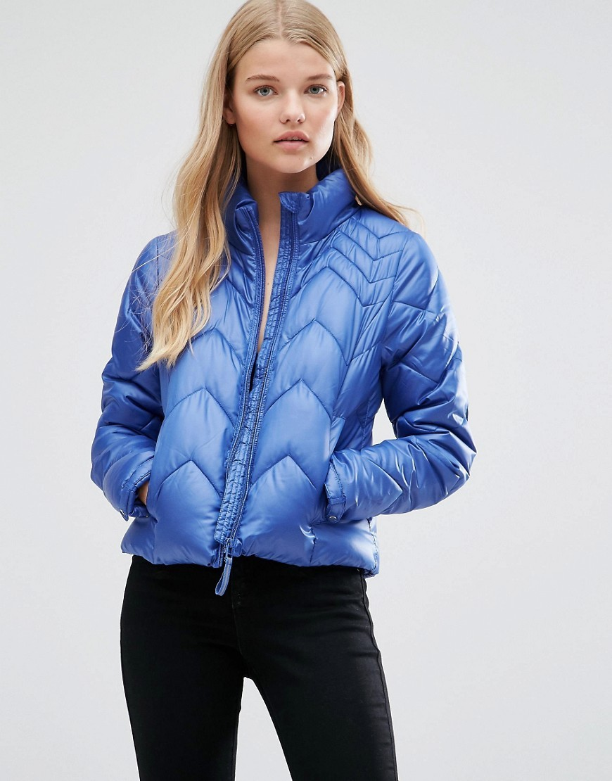 Wind Jacket In Moonbeam In Blue Blue - pattern: plain; collar: funnel; fit: slim fit; style: bomber; predominant colour: royal blue; occasions: casual; length: standard; fibres: polyester/polyamide - 100%; sleeve length: long sleeve; sleeve style: standard; texture group: technical outdoor fabrics; collar break: high; pattern type: fabric; pattern size: standard; embellishment: quilted; season: a/w 2016; wardrobe: highlight