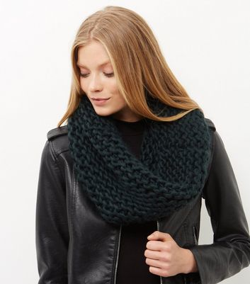 Green Knitted Snood - predominant colour: dark green; occasions: casual, creative work; type of pattern: standard; style: snood; size: standard; material: knits; pattern: plain; season: a/w 2016