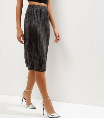 Black Metallic Pleated Midi Skirt - length: below the knee; pattern: plain; fit: body skimming; style: pleated; waist detail: elasticated waist; waist: high rise; predominant colour: black; occasions: evening; fibres: polyester/polyamide - 100%; hip detail: structured pleats at hip; texture group: silky - light; pattern type: fabric; season: a/w 2016